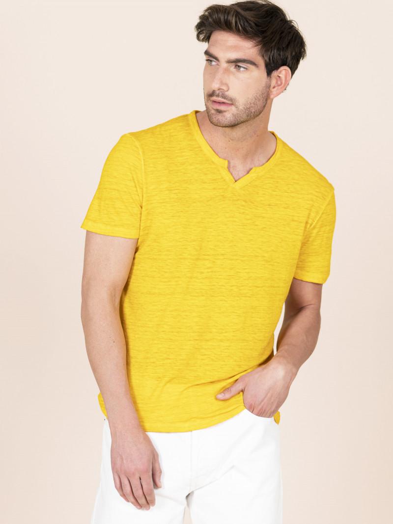 T-shirt gialla uomo serafino con manica corta in lino