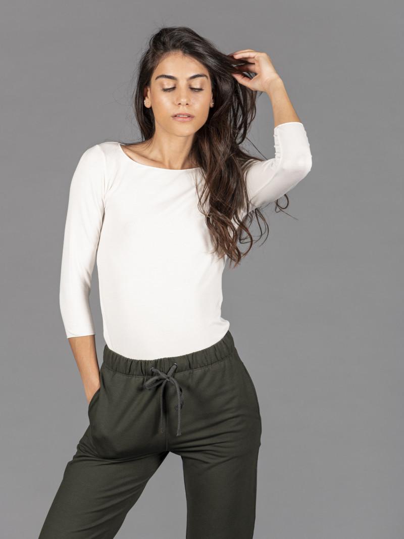 T-shirt bianca donna con scollo a barchetta e maniche a tre quarti