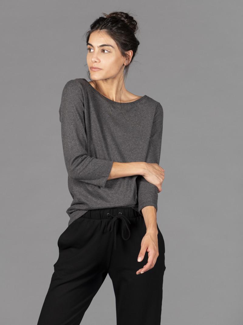 T-shirt antracite donna con scollo a barchetta e maniche a tre quarti in puro cotone