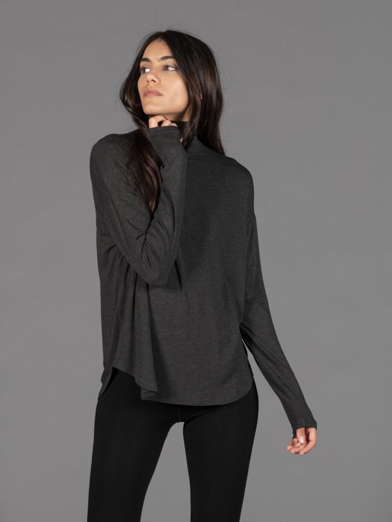 T-shirt oversize antracite dolcevita donna con manica lunga in viscosa