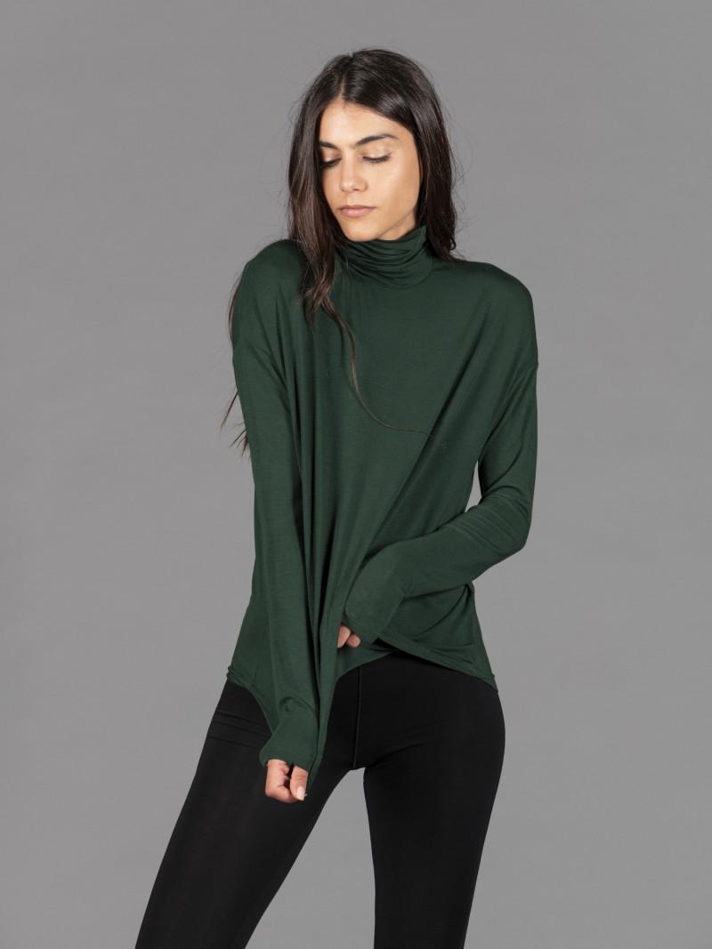 T-shirt oversize verde dolcevita donna con manica lunga in viscosa