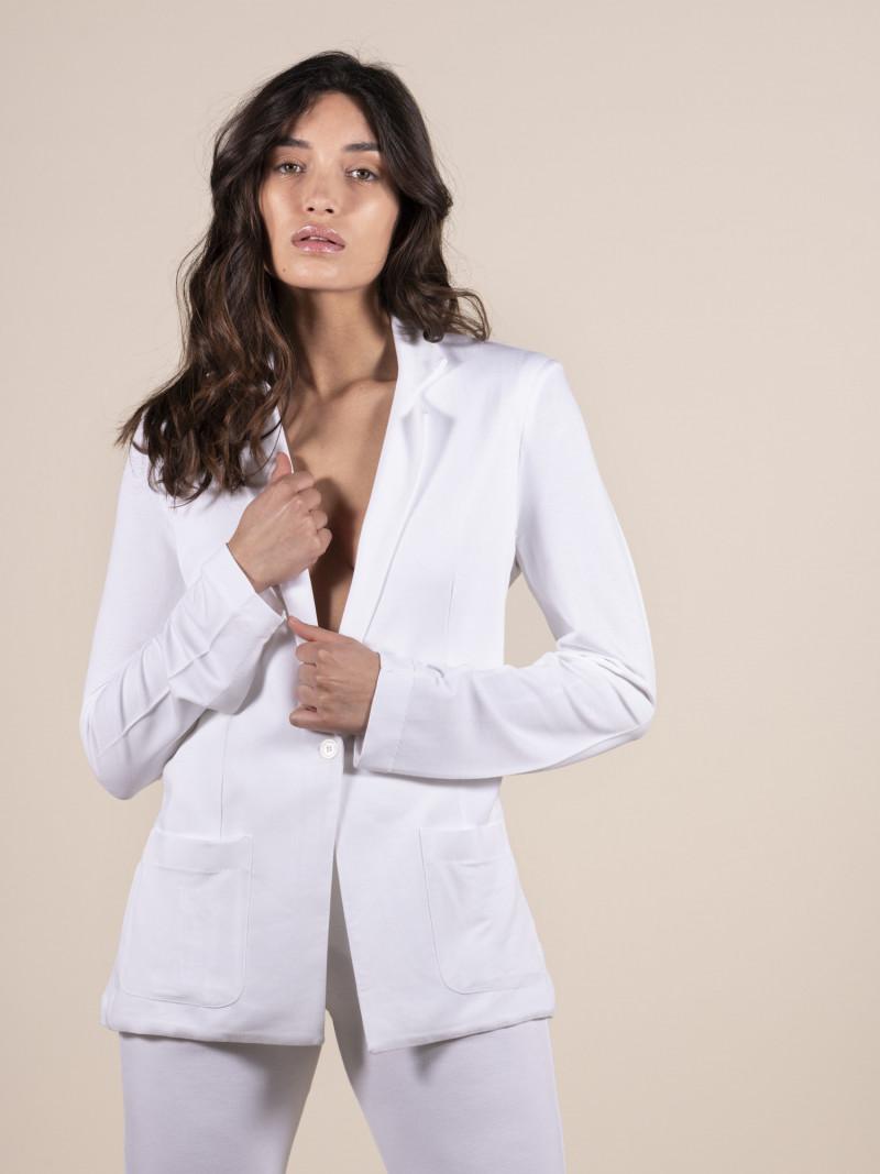 Giacca bianca da donna con maniche lunghe e bottone