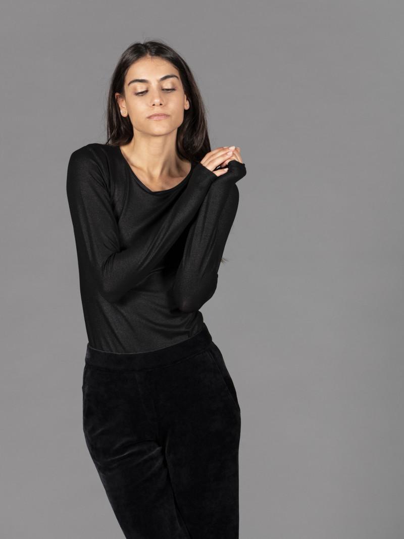 T-shirt nera metallizzata donna girocollo con manica lunga in viscosa e vestibilità slim