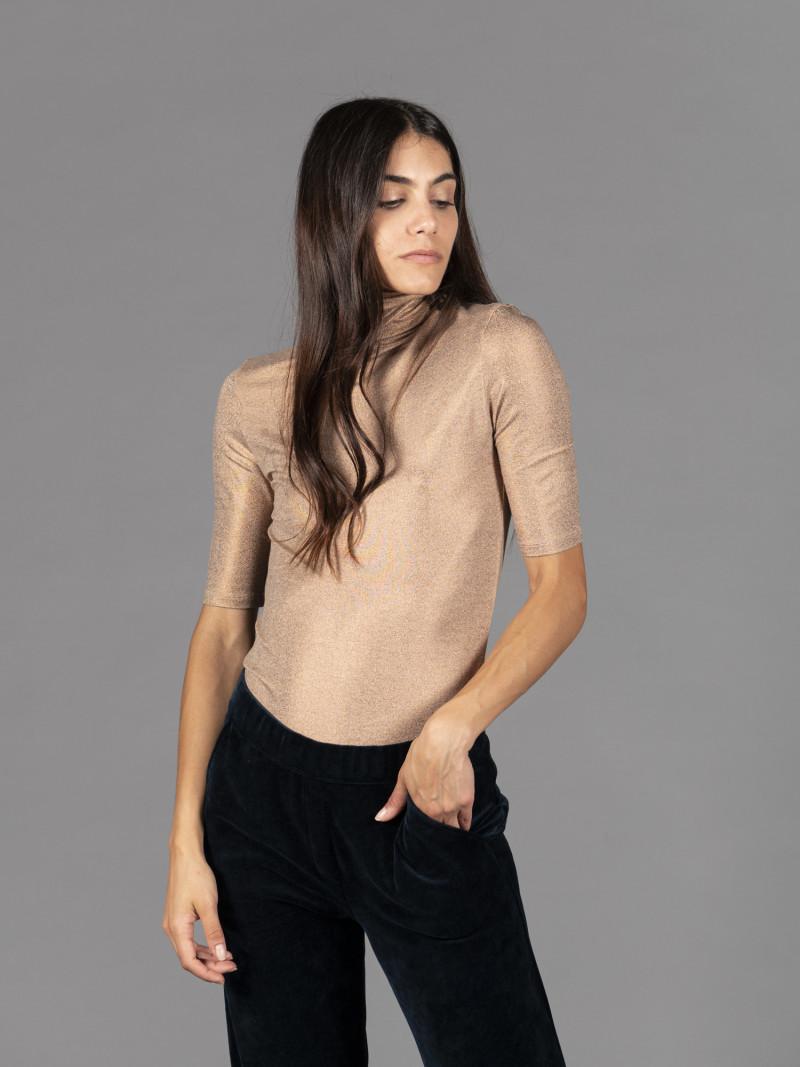 T-shirt carne metallizzata donna dolcevita con manica al gomito e vestibilità slim