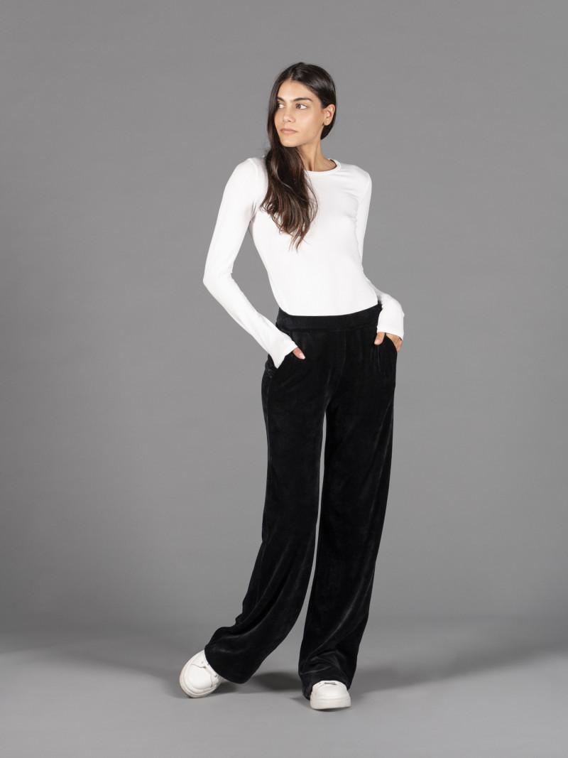 Pantaloni in velluto liscio nero con elastico in vita