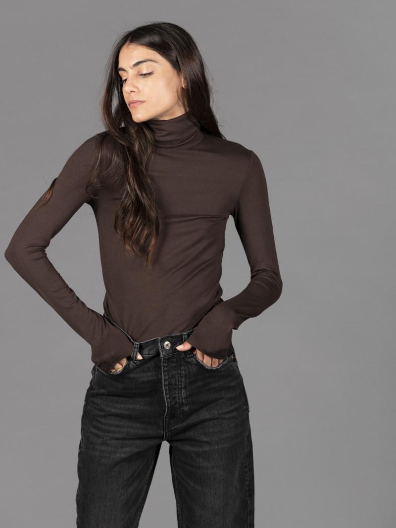 T-shirt marrone dolcevita donna con manica lunga in viscosa
