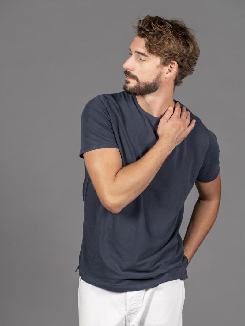 T-shirt blu notte basica uomo girocollo con manica corta in cotone