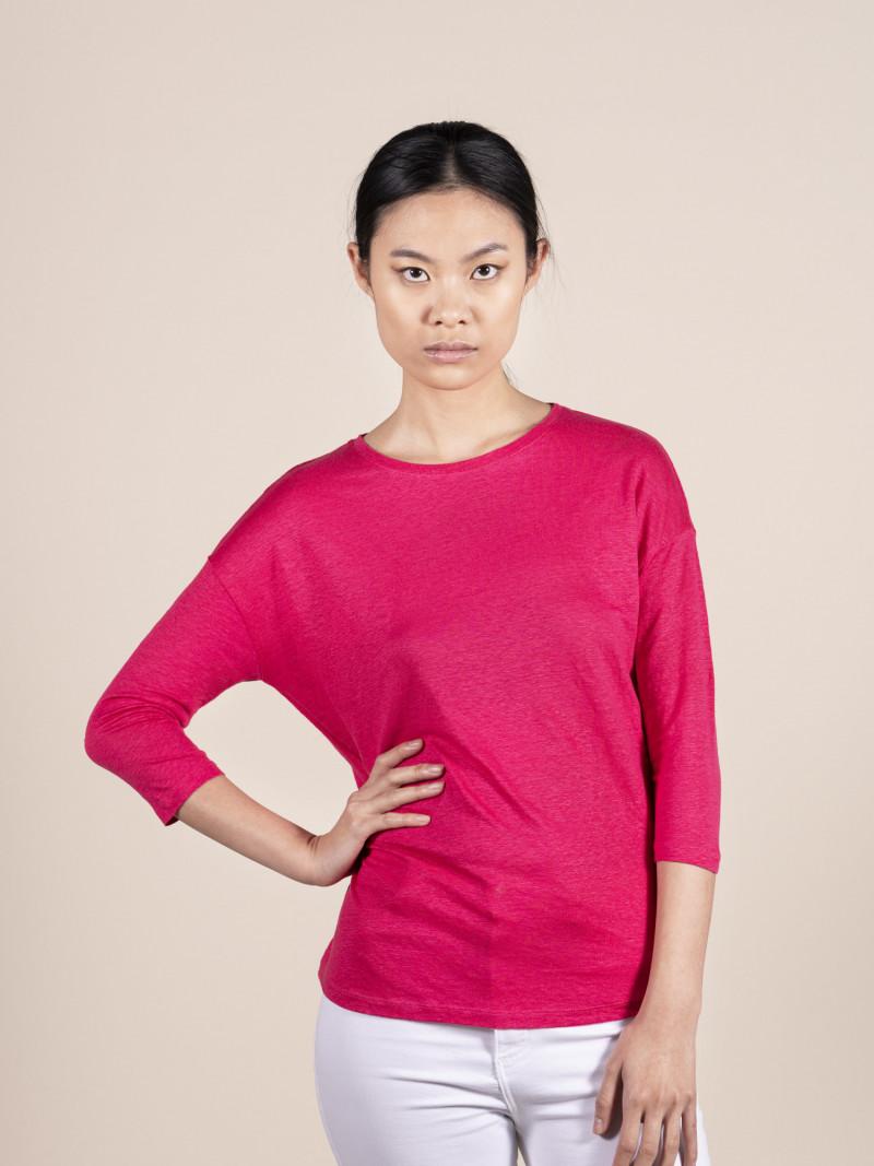 T-shirt oversize fucsia donna con scollo a barchetta e maniche a tre quarti in lino ed elastan