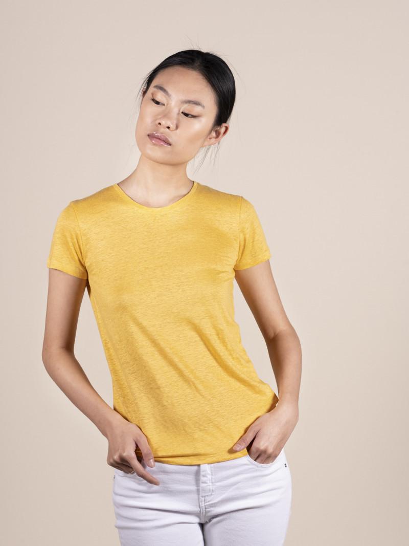 T-shirt gialla basica donna girocollo con manica corta in lino ed elastan e vestibilità slim