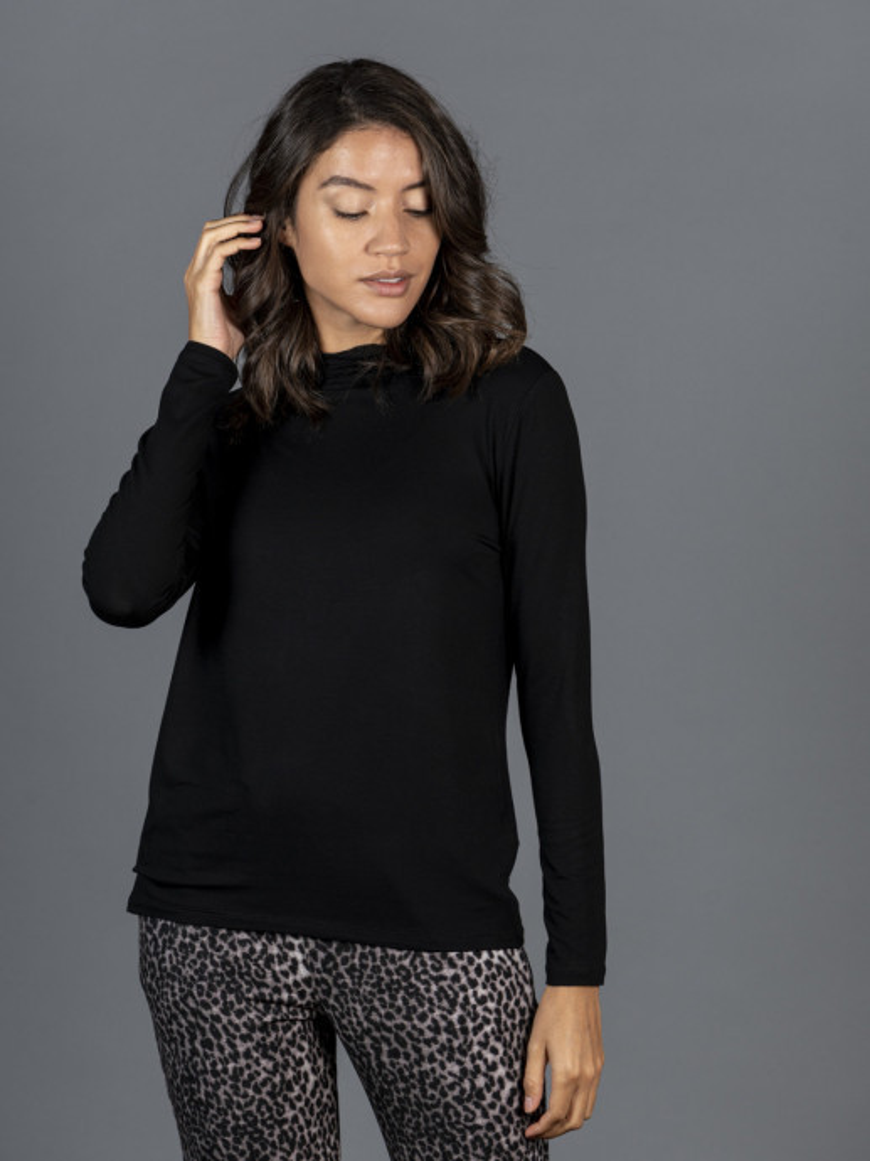 T-shirt nera collo alto donna con manica lunga in viscosa