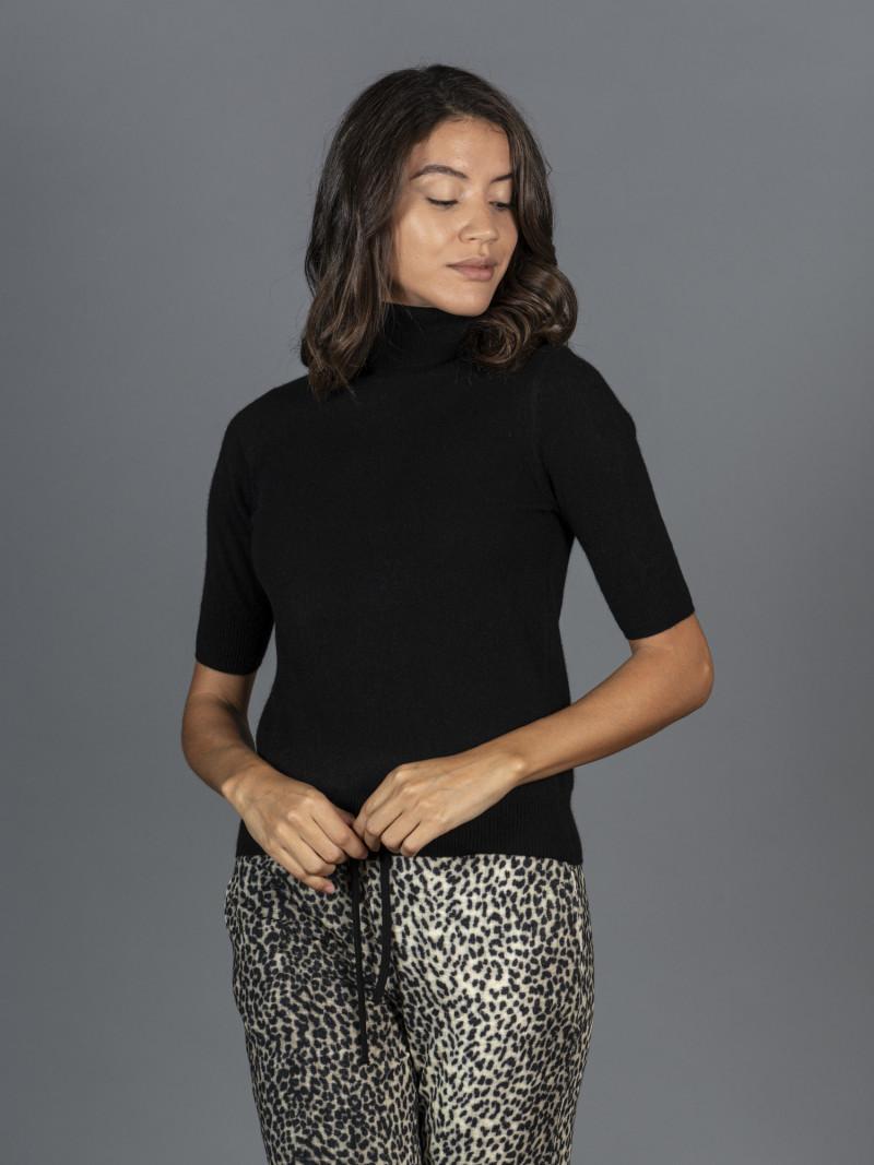 Maglione in 100% cashmere nero dolcevita maniche corte