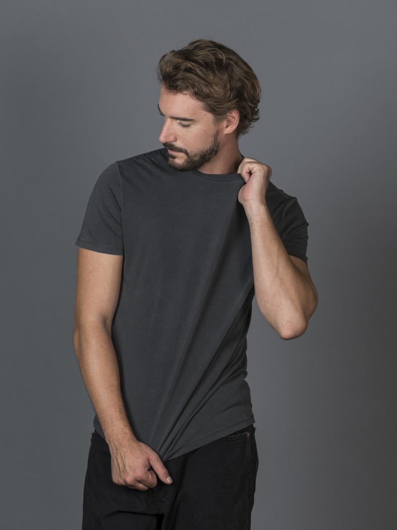 T-shirt slim nera uomo girocollo con manica corta