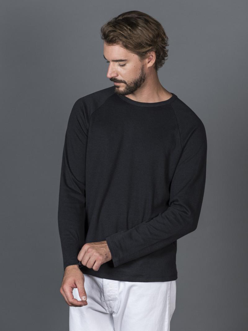 T-shirt blu scuro girocollo con maniche lunghe e contrasti colore