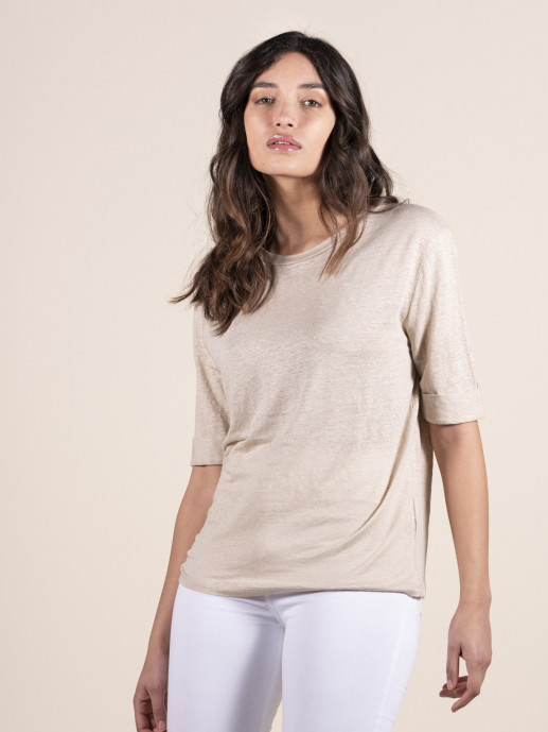 T-shirt girocollo sabbia donna con maniche al gomito in lino ed elastan