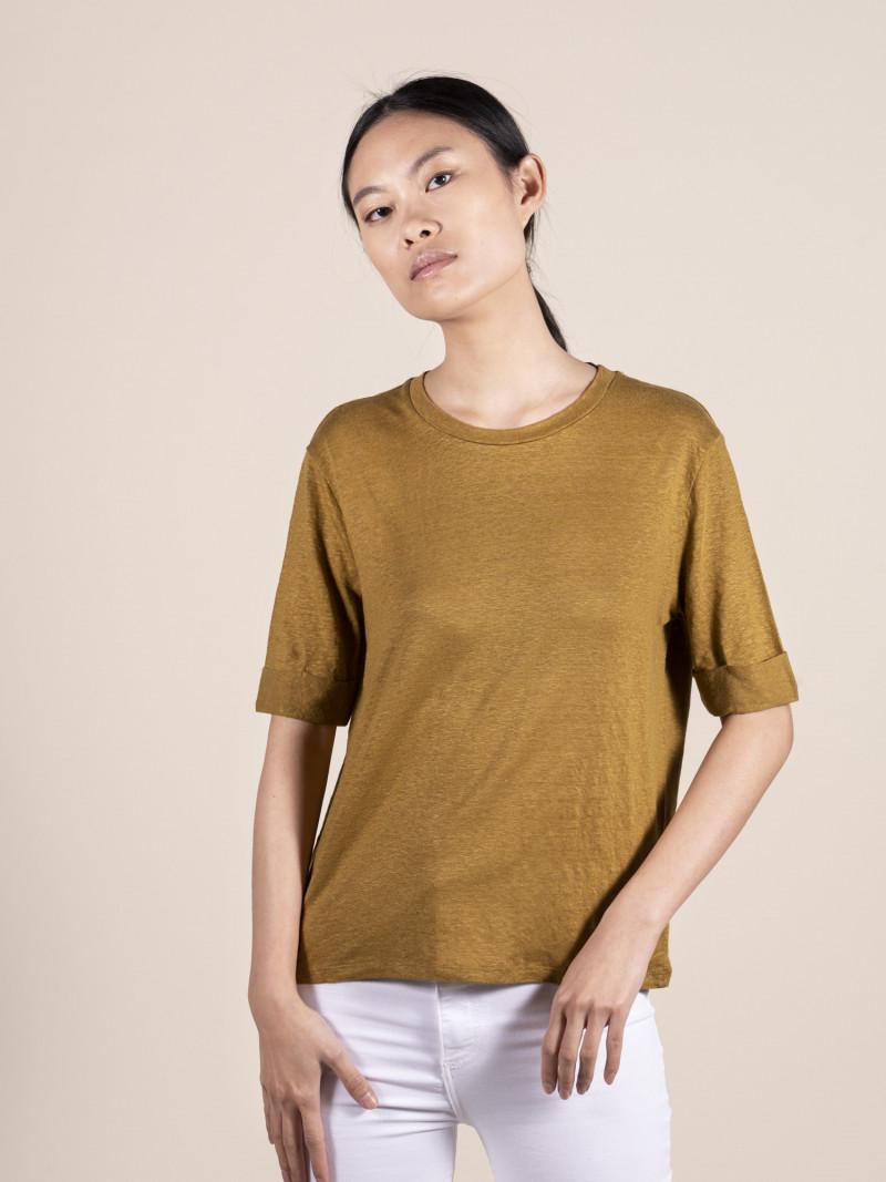 T-shirt girocollo ambra donna con maniche al gomito in lino ed elastan