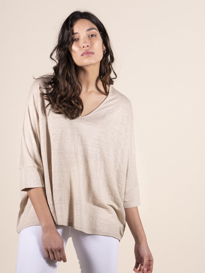 T-shirt donna sabbia over con scollo a V e maniche a pipistrello in lino ed elastan