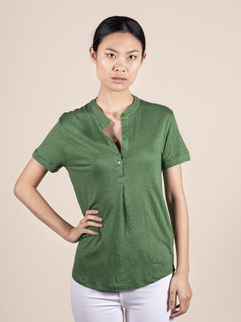 T-shirt verde donna girocollo serafino con manica corta risvoltata in lino ed elastan