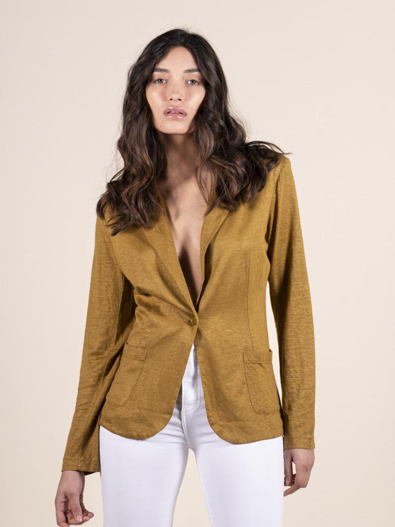 Giacca gialla da donna in lino con maniche lunghe e bottone