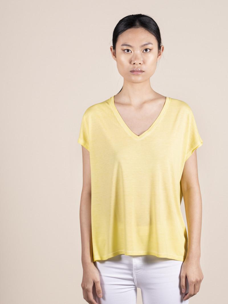 T-shirt gialla over donna con scollo a V e manica corta in 100% seta