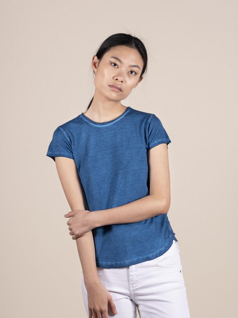 T-shirt blu basica donna girocollo con manica corta in pura seta e vestibilità slim