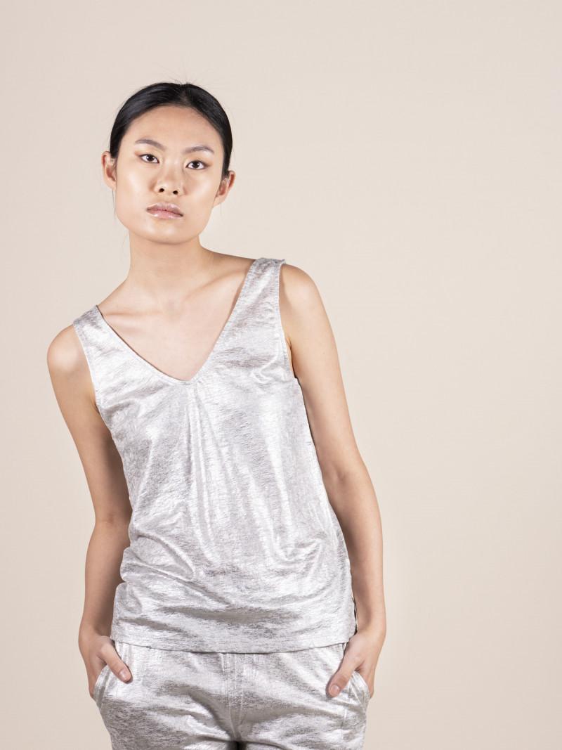 Canotta slim argento da donna con scollo a V in lino ed elastan
