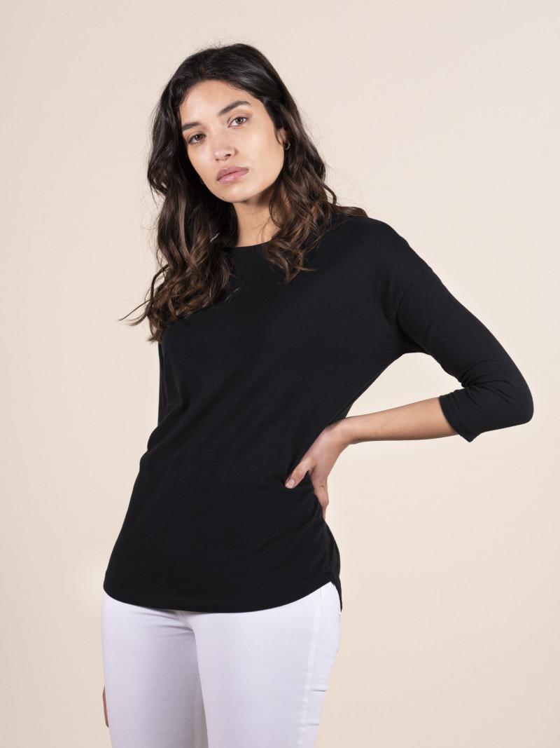 T-shirt oversize nera donna con scollo a barchetta e maniche a tre quarti in cotone