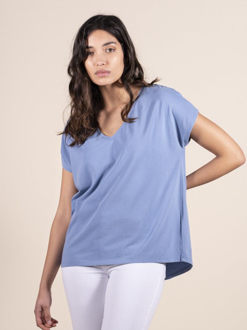 T-shirt azzurra over donna con scollo a V e manica corta in cotone ed elastan