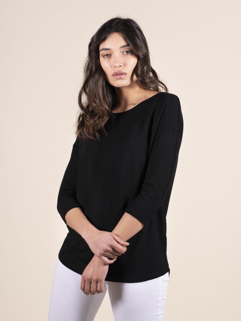 T-shirt over nera donna con scollo a barchetta e maniche a tre quarti